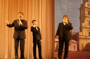 Банк «Александровский» проводит благотворительные концерты Эдуарда Хиля для пенсионеров