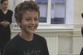 «Катюша» под пандури: дети поют и танцуют, чтобы не забыть Грузию