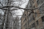 Фоторепортаж: «В квартирах на Ленсовета, 32 в Новый год вода по струнам стекала в тазики»