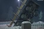 На Пулковском шоссе грузовик повис над дорогой: Фоторепортаж