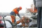 На Дворцовой набережной прорвало пожарный гидрант (ФОТО): Фоторепортаж