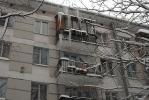 В квартирах на Ленсовета, 32 в Новый год вода по струнам стекала в тазики: Фоторепортаж