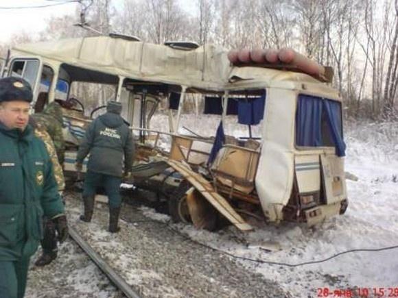 Движение поездов на месте столкновения восстановлено: Фото