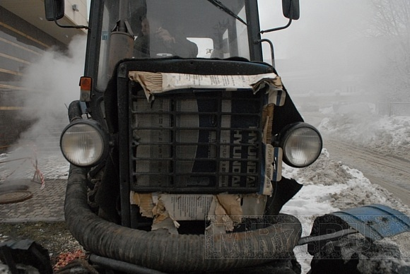 На проспекте КИМа из-за прорыва трубы дом остался без тепла: Фото