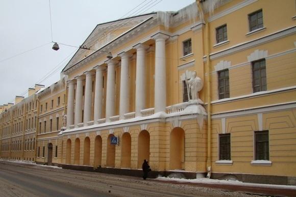 Над петербуржцами нависли сосульки: Фото