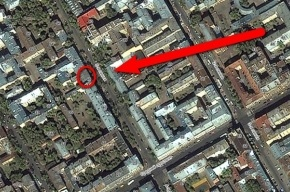 Рабочий упал с крыши дома на Васильевском острове, сбивая сосульки