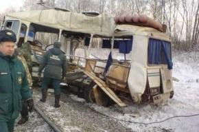 Поезд сбил рейсовый автобус под Рязанью: шестеро пассажиров погибли