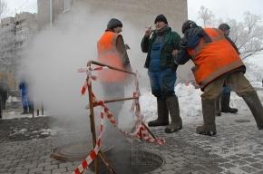 На проспекте КИМа из-за прорыва трубы дом остался без тепла
