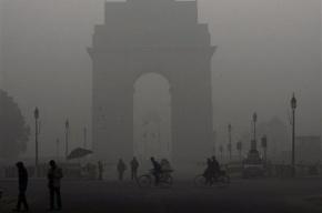В Индии в тумане столкнулись четыре поезда