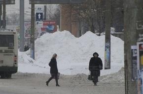 Здесь убирают снег 5-6 января. Парковка запрещена