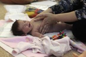 Милиция разыскивает родителей выброшенной на улицу новорожденной девочки