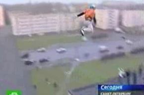 Школьник совершил трюковой прыжок с третьего этажа и сломал себе руки