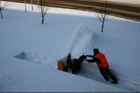 Снег из центра свозят в Невский район