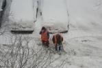 Зачем дворники едят снег?: Фоторепортаж