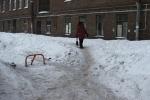 Во дворе на 5-ой линии дворники исчезли как класс: Фоторепортаж