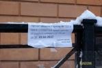 На Кирочной улице водителей продолжают пугать «ледовыми бомбежками»: Фоторепортаж