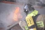 В Архангельске горит теплоход: Фоторепортаж