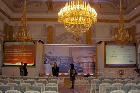 Смольный собор превратили в банкетный зал: Фото