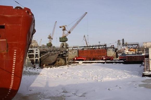 В Архангельске горит теплоход: Фото