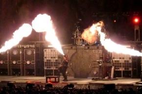 Шойгу разрешил Rammstein использовать пиротехнику на концертах в России