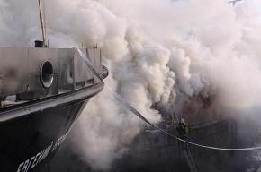 В Архангельске горит теплоход