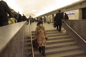 На нескольких станциях метро ищут бомбу