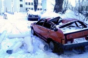 Водосточная труба разбила машину вдребезги