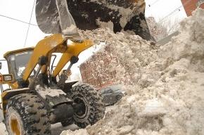 В уборке снега на петербургских улицах задействовано больше 1000 единиц техники