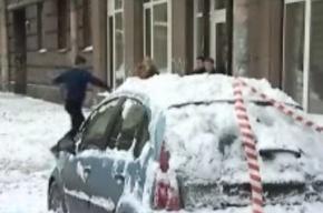 Ледовая бомбардировка машин на Бородинской улице