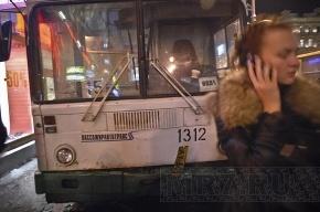 Автобус выехал на тротуар на Невском: погибли двое