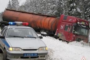 На трассе столкнулись два бензовоза