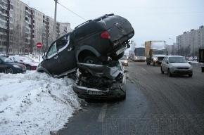 ДТП на Дунайском: внедорожник «взлетел» на крышу легковушки