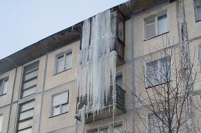 Сосульки «остеклили» балконы
