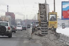 В городе продолжают устранять последствия снегопада
