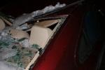 Очередная машина стала жертвой льда: Фоторепортаж
