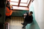 Фоторепортаж: «Почему уборщики снега обедают в парадных?»