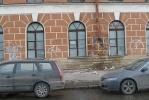 Обрушилась часть карниза Конюшенного двора: Фоторепортаж