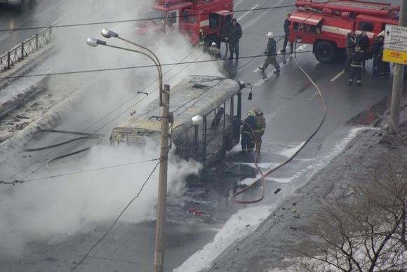 Во Фрунзенском районе сгорел автобус: Фото