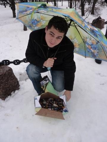 Волонтеры-экологи собрали коробку старых батареек: Фото