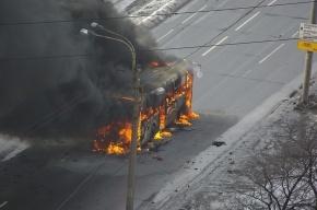 Во Фрунзенском районе сгорел автобус