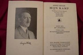 «Майн кампф» признали экстремистской литературой