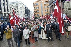 В центре Риги параллельно шествуют бывшие нацисты и антифашисты
