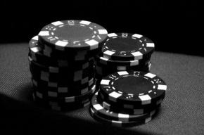 Милиция закрыла покерный клуб на Московском