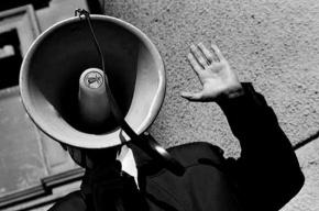 Участников несанкционированной акции у Гостиного двора вытесняют омоновцы