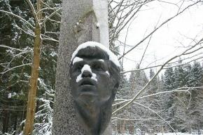 Фрагмент памятника Белова восстанавят с оригинального слепка