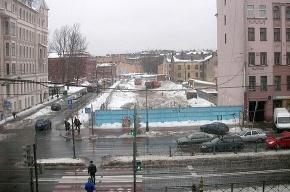 На Лиговке устроили свалку снега