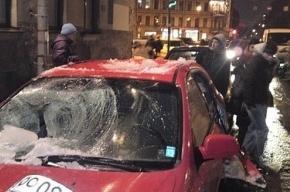 Разбитые глыбами льда автомобили: кто виноват?