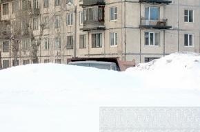 Жителей микрорайона на Дальневосточном раздражают горы снега, мусор и самосвалы
