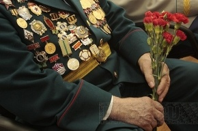 Петербургским ветеранам выдадут премии - 1 или 5 тысяч рублей