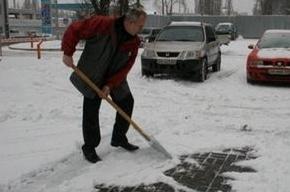 В Петроградском районе на девушку рухнула глыба льда